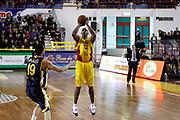 DESCRIZIONE : Barcellona Pozzo di Gotto Campionato Lega Basket A2 2011-12 Sigma Barcellona Givova Scafati<br /> GIOCATORE : Michael Hicks<br /> SQUADRA : Sigma Barcellona<br /> EVENTO : Campionato Lega Basket A2 2011-2012<br /> GARA : Sigma Barcellona Givova Scafati<br /> DATA : 22/01/2012<br /> CATEGORIA : Tiro Three Point Ritratto<br /> SPORT : Pallacanestro <br /> AUTORE : Agenzia Ciamillo-Castoria/G.Pappalardo<br /> Galleria : Lega Basket A2 2011-2012 <br /> Fotonotizia : Barcellona Pozzo di Gotto Campionato Lega Basket A2 2011-12 Sigma Barcellona Givova Scafati<br /> Predefinita :
