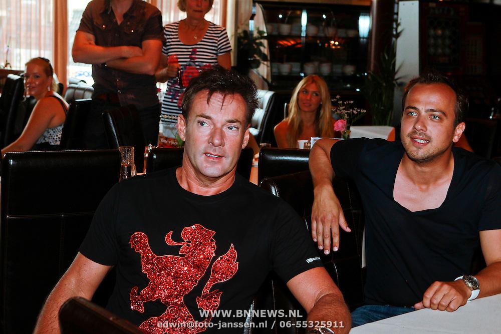 NLD/Volendam/20110628 - Uitreiking 100% NL Awards 2011, Gerard Joling en Geert Hoes
