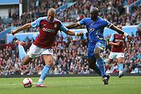 Fotball<br /> England<br /> Foto: Fotosports/Digitalsport<br /> NORWAY ONLY<br /> <br /> John Carew of Aston Villa and Sol Campbell of Portsmouth  Aston Villa  v Portsmouth FC / 18.10.08 Premier League
