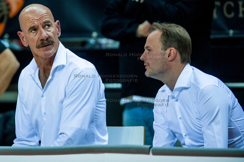 24-11-2017 NED: WC qualification Netherlands - Croatia, Almere<br /> First Round - Group D at the arena Topsportcentrum / Coach Toon van Helfteren of Netherlands, Ass. coach Sander van der Holst of Netherlands