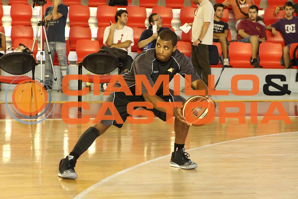 DESCRIZIONE : Roma Lega Basket A 2012-13  Raduno Virtus Roma<br /> GIOCATORE : Jordan Taylor<br /> CATEGORIA : allenamento<br /> SQUADRA : Virtus Roma <br /> EVENTO : Campionato Lega A 2012-2013 <br /> GARA :  Raduno Virtus Roma<br /> DATA : 23/08/2012<br /> SPORT : Pallacanestro  <br /> AUTORE : Agenzia Ciamillo-Castoria/M.Simoni<br /> Galleria : Lega Basket A 2012-2013  <br /> Fotonotizia : Roma Lega Basket A 2012-13  Raduno Virtus Roma<br /> Predefinita :