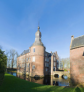 Nederland, Well, 20160125.<br /> Emerson College European Centre op het kasteel in Well, Limburg.<br /> Kasteel Well is een fraaie waterburcht. Het huidige kasteel werd pas gebouwd in de vijftiende eeuw, maar kreeg pas later, in de zeventiende eeuw, zijn huidige aanzicht. Achter het huidige kasteel liggen de resten van een torenmolen uit de vijftiende eeuw. 