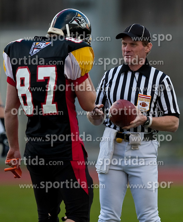 28.03.2010, Stadion Lind, Villach, AUT, AFL, Carinthian Black Lions vs Swarco Raiders Tirol, im Bild 87, Schubert Philipp, KICKER, Carinthian Black Lions erhält das Ei vom Referee, EXPA Pictures © 2010, PhotoCredit: EXPA/ J. Feichter / SPORTIDA PHOTO AGENCY