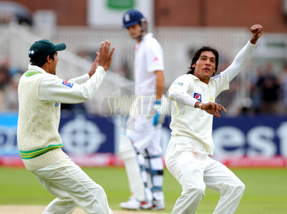 © SPORTZPICS / Seconds Left Images 2010 - Pakistan's Mohammad Amir (Aamer) (right) celebrates the early wicket of England's Andrew Strauss (Captain) for 0 - England v Pakistan - First npower Test  Match - Day 3 - 31/07/2010 - Trent Bridge - Nottingham -  UK -  All Rights Reserved