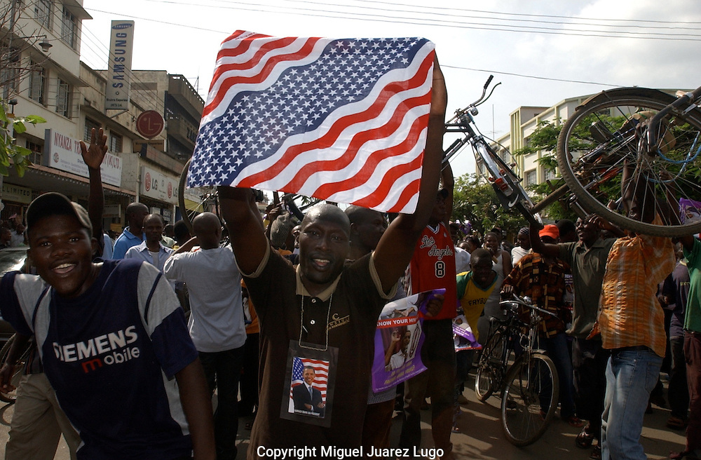A young Luo, celebrates with others the Victory of democratic candidate Barack Obama for US President, in the city of Kisumu in the shore of Lake Victoria, Kenya. (PHOTO: MIGUEL JUAREZ LUGO).