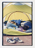 Proteste contro il summit del G8, Genova luglio 2001. 19 Luglio. Manifestanti si riposano in tenda allo stadio Carlini.