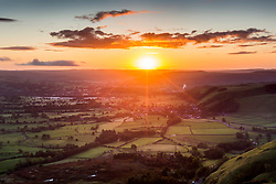 © Licensed to London News Pictures. 17/10/2019. Castleton UK. The sun rises this morning over Castleton at the western end of the Hope Valley, Derbyshire. Photo credit: Andrew McCaren/LNP
