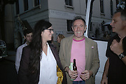Fiona Banner and Nick Rosen, Book party for Nick Rosen's of How to live Off-Grid. On the corner of Cosmo Place and Queen's Square. London. WC1. 5 June 2007.  -DO NOT ARCHIVE-© Copyright Photograph by Dafydd Jones. 248 Clapham Rd. London SW9 0PZ. Tel 0207 820 0771. www.dafjones.com.