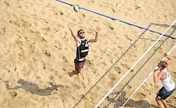 16-07-2014 NED: FIVB Grand Slam Beach Volleybal, Apeldoorn<br /> Poule fase groep A mannen - Ben Saxton (2) CAN, Alexander Walkenhorst (1) GER