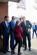Koning Willem-Alexander heeft een werkbezoek gebracht aan coöperatie de Vrije Uitloop in Breda. In deze coöperatie kunnen mensen in een veilige omgeving hun parttime onderneming starten met behoud van hun uitkering. <br /> <br /> King Willem-Alexander has paid a working visit to cooperative De Vrije Uitloop in Breda. In this cooperative people can start their part-time business in a safe environment while retaining their benefit.