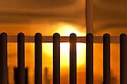 Zaragoza. Valle del Ebro. Amanecer.Sol. Luces y Sombras. Composición. Ritmo. Texturas. Ilustración y Grafismo. Color. Oro. Dorado. Amarillo. Anaranjado. Cálido. 2-12-2009.  Julio E. Foster©