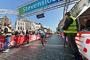 Nederland, Nijmegen, 13-3-2016De Stevensloop. Finish van de 10 km. De Keniaan Evans Kosgei  wint..FOTO: FLIP FRANSSEN