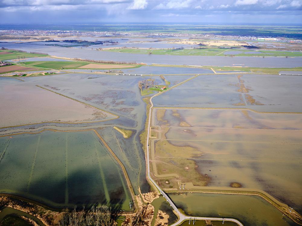 Nederland, Noord-Brabant, Drimmelen, 25-02-2020; Brabantse Biesbosch, zicht op Polder Noordwaard bij hoogwater, de polder fungeert als overloopgebied bij hoogwater. De dijken aan de rivier de Nieuwe Merwede (middenplan) zijn gedeeltelijk afgegraven waardoor de rivier bij hoogwater via de Noordwaard en de Biesbosch sneller naar zee gaat stromen. Gevolg van de ingrepen in het kader van Ruimte voor de Rivier is dat de waterstand verder stroomopwaarts zal dalen. Huizen en boerderijen zijn verplaatst naar nieuw aangelegde terpen.<br /> Brabantse Biesbosch, view of Polder Noordwaard during high waters. The Noordwaard Polder serves as an overflow area and gives 'Room to the River'. Houses and farmhouses have been demolished and rebuild on new dwelling mounds.<br /> luchtfoto (toeslag op standard tarieven);<br /> aerial photo (additional fee required)<br /> copyright © 2020 foto/photo Siebe Swart