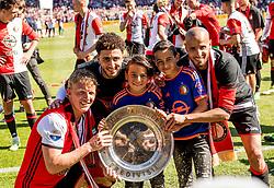 14-05-2017 NED: Kampioenswedstrijd Feyenoord - Heracles Almelo, Rotterdam<br /> In een uitverkochte Kuip pakt Feyenoord met een 3-0 overwinning het landskampioenschap / Dirk Kuyt #7, Karim El Ahmadi #8