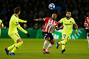 PSV player Steven Bergwijn (l) and Barcelona player Arturo Vidal (r) during the UEFA Champions League, Group B football match between PSV Eindhoven and FC Barcelona on November 28, 2018 at Philips Stadium in Eindhoven, Netherlands - Photo Thomas Bakker / Pro Shots / ProSportsImages / DPPI