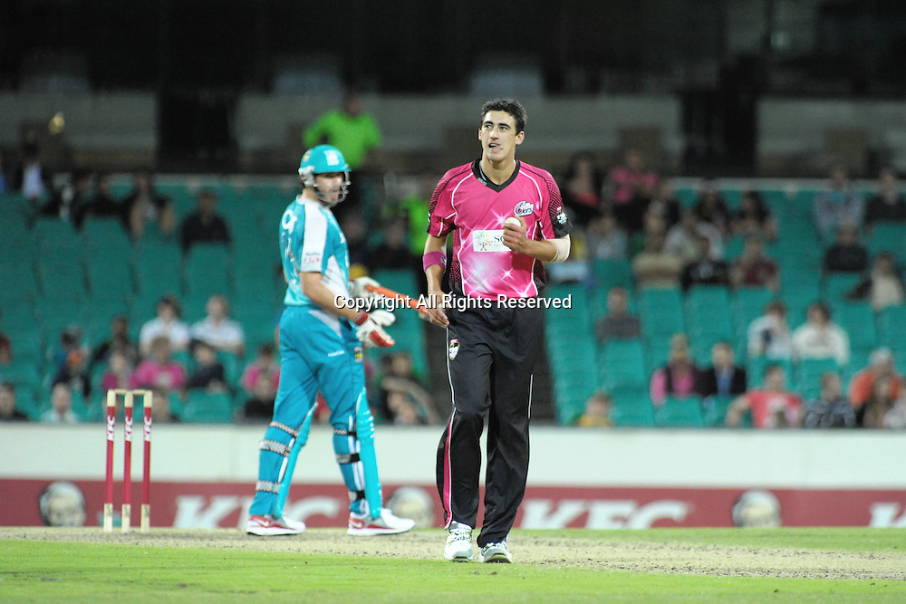 16.12.2011 Sydney, Australia.Sydney Sixers bowler Mitchell Starc in action during the KFC T20 Big Bash League game between Sydney Sixers and Brisbane Heat at the Sydney Cricket Ground.