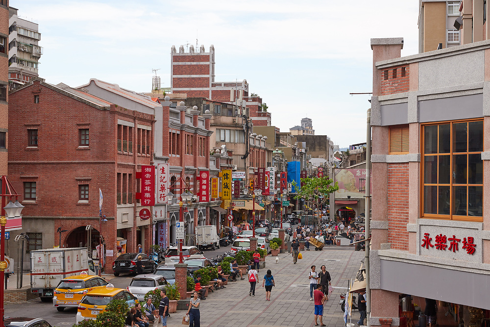 Dihua St is the oldest commercial street in Taipei. Originally a center for dried goods, spices and traditional Chinese medicines, today its stores are a mix of these goods alongside hipster cafes, boutiques and galleries.