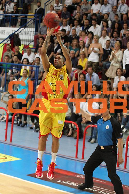 DESCRIZIONE : Frosinone Lega Basket A2 2010-2011 Playoff semifinali gara 4 Prima Veroli Umana Reyer Venezia<br /> GIOCATORE : Jarrius Jackson         <br /> SQUADRA : Prima Veroli    <br /> EVENTO : Campionato Lega Basket A2 2010-2011<br /> GARA : Prima Veroli Umana Reyer Venezia  <br /> DATA : 05/06/2011<br /> CATEGORIA : tiro         <br /> SPORT : Pallacanestro<br /> AUTORE : Agenzia Ciamillo-Castoria/A.Ciucci<br /> Galleria : Lega Basket A2 2010-2011<br /> Fotonotizia : Frosinone  Lega Basket A2 2010-2011 Playoff semifinali gara 4 Prima Veroli Umana Reyer Venezia  <br /> Predefinita :