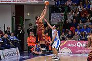 DESCRIZIONE : Campionato 2015/16 Serie A Beko Dinamo Banco di Sardegna Sassari - Umana Reyer Venezia<br /> GIOCATORE : Stefano Tonut<br /> CATEGORIA : Tiro Tre Punti Three Point Controcampo Ritardo<br /> SQUADRA : Umana Reyer Venezia<br /> EVENTO : LegaBasket Serie A Beko 2015/2016<br /> GARA : Dinamo Banco di Sardegna Sassari - Umana Reyer Venezia<br /> DATA : 01/11/2015<br /> SPORT : Pallacanestro <br /> AUTORE : Agenzia Ciamillo-Castoria/L.Canu