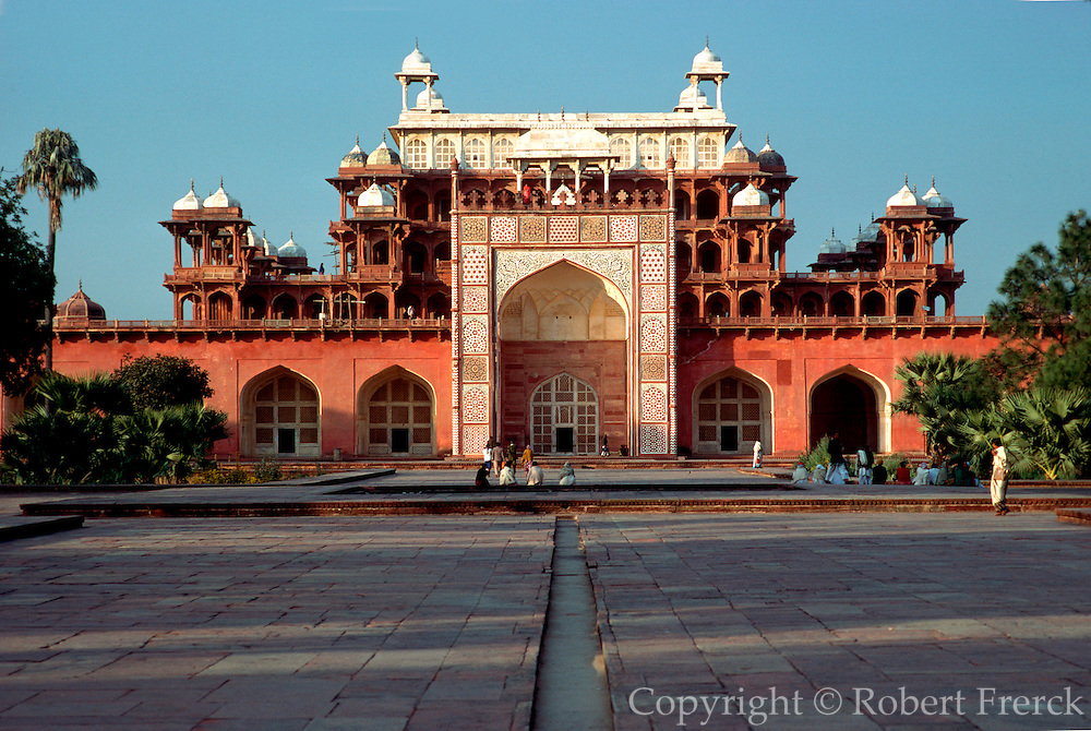 INDIA, ARCHITECTURE, SIKANDRA Tomb of Mughal Emperor Akbar the Great