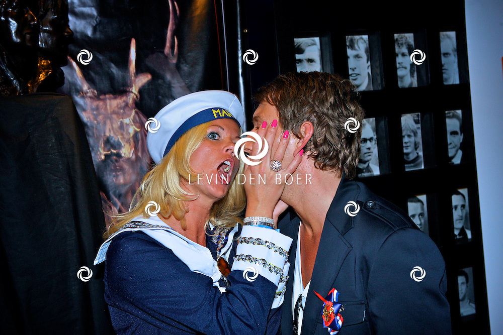 AMSTERDAM - Na het grote Toppers concert mochten de VIPS over de rode loper naar het VIP feest. Met op de foto Danny Nicolay en partner Petra Bultman. FOTO LEVIN DEN BOER - PERSFOTO.NU