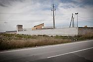 Palazzo San Gervasio (PZ) 14.06.2011 - Centro di Identificazione ed Espulsione. Una delegazione di parlamentari composta dai deputati Jean Leonard Touadi (Pd), Rosa Villecco Calipari (Pd) e Giuseppe Giulietti (Gruppo misto) - che oggi e' entrata nel Centro di identificazione ed espulsione (Cie) di Palazzo San Gervasio - ne ha chiesto ''l'immediata chiusura, per via delle inaccettabili condizioni di detenzione in cui versano 57 giovani tunisini''. Nella Foto: L'esterno del Cie..Foto Giovanni Marino