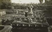 Ruines van het rijk Madjapahit op Java. 1928 - 1932