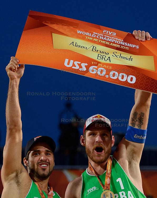 20150705 NED: WK Beachvolleybal day 10, Den Haag<br /> Wereldkampioen Bruno Oscar Schmidt #2, Alison Cerutti #1