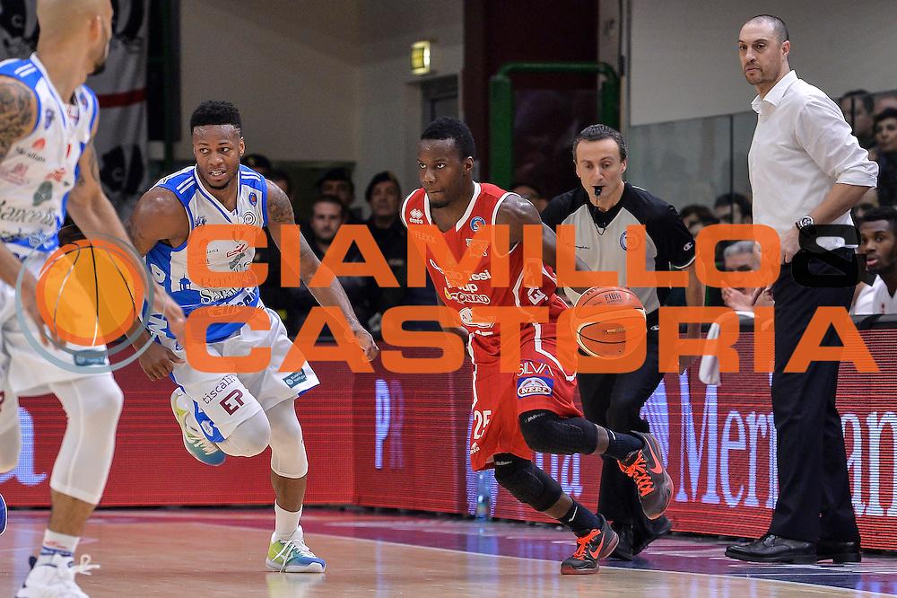 DESCRIZIONE : Sassari LegaBasket Serie A 2015-2016 Dinamo Banco di Sardegna Sassari - Giorgio Tesi Group Pistoia<br /> GIOCATORE : Ronald Moore<br /> CATEGORIA : Palleggio Contropiede<br /> SQUADRA : Giorgio Tesi Group Pistoia<br /> EVENTO : LegaBasket Serie A 2015-2016<br /> GARA : Dinamo Banco di Sardegna Sassari - Giorgio Tesi Group Pistoia<br /> DATA : 27/12/2015<br /> SPORT : Pallacanestro<br /> AUTORE : Agenzia Ciamillo-Castoria/L.Canu
