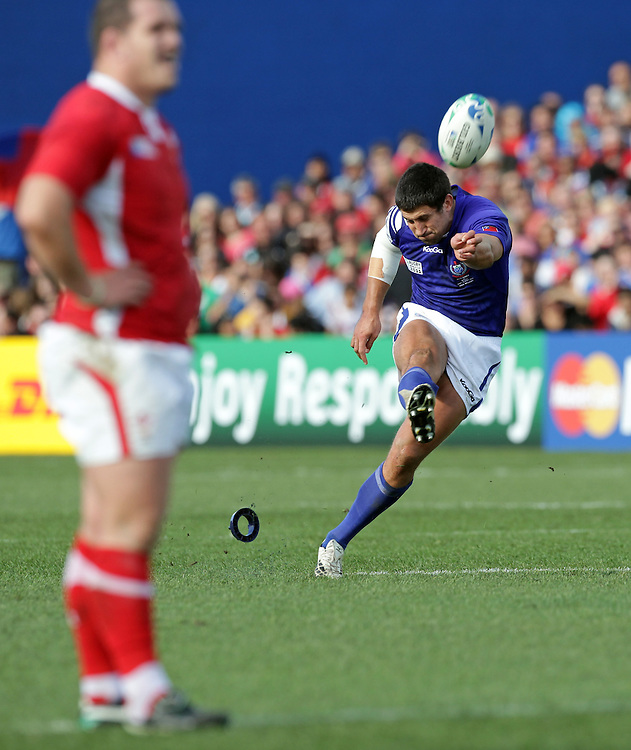 Samoa's Paul Williams takes a penalty kick against Wales during a Pool D match of the Rugby World Cup 2011, Waikato Stadium, Hamilton, New Zealand, Sunday, September 18, 2011.  Credit:SNPA / David Rowland