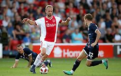 Ajax's Siem de Jong (centre)