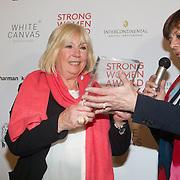NLD/Amsterdam/20160321 - The Strong Woman Award 2016, Rita Verdonk reikt de Strong Women Award uit aan Willeke Alberti