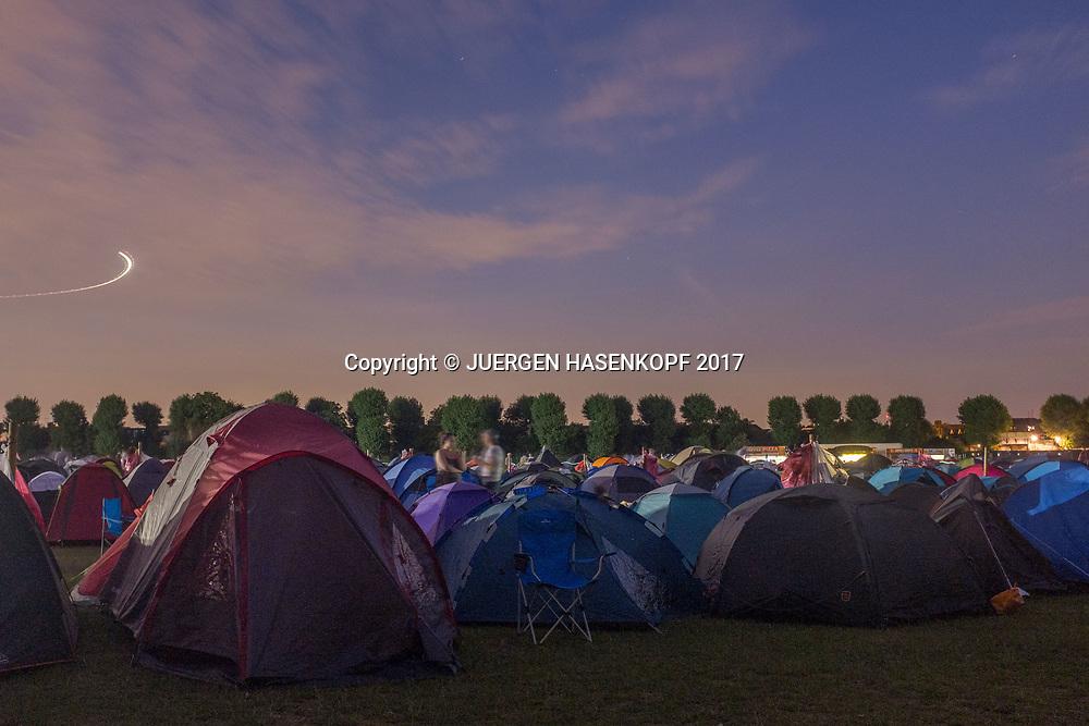 Wimbledon Feature, Campingplatz, Tennis Fans uebernachten hier um sich am naechsten Morgen in die Warteschlange zu stellen, The Queue,<br /> <br /> Tennis - Wimbledon 2017 - Grand Slam ITF / ATP / WTA -  AELTC - London -  - Great Britain  - 7 July 2017.