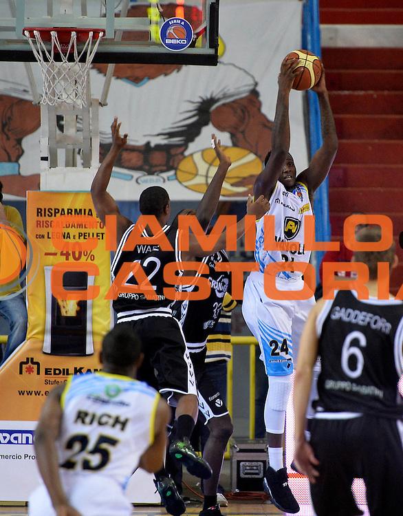DESCRIZIONE : Cremona campionato serie A 2013/14 Vanoli Cremona-Granarolo Virtus Bologna<br /> GIOCATORE : Curtis Kelly<br /> CATEGORIA : rimbalzo<br /> SQUADRA : Vanoli Cremona<br /> EVENTO : Campionato serie A 2013/14<br /> GARA : Vanoli Cremona-Granarolo Virtus Bologna<br /> DATA : 20/10/2013<br /> SPORT : Pallacanestro <br /> AUTORE : Agenzia Ciamillo-Castoria/R. Morgano<br /> Galleria : Lega Basket A 2013-2014  <br /> Fotonotizia : Cremona campionato serie A 2013/14 Vanoli Cremona-Granarolo Virtus Bologna<br /> Predefinita :