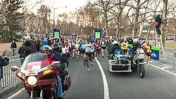 start of race, Mo Farah leads