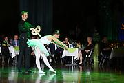 Ludwigshafen. 02.12.17 | <br /> Pfalzbau. Gala-Ball von Tanz-Art Formacon. Wiener Opernballeröffnung unserer Debütanten, ca. 60 Jugendpaare ziehen in den festlich Ballsaal ein und vertanzen 3 Touren der Francaise. Passend zum Wiener Opernballthema alle Damen mit hellen Kleidern und Diadem im Haar, alle Herren mit weissen Handschuhen. <br /> Bild: Markus Prosswitz 02DEC17 / masterpress (Bild ist honorarpflichtig - No Model Release!) <br /> BILD- ID 03403 |