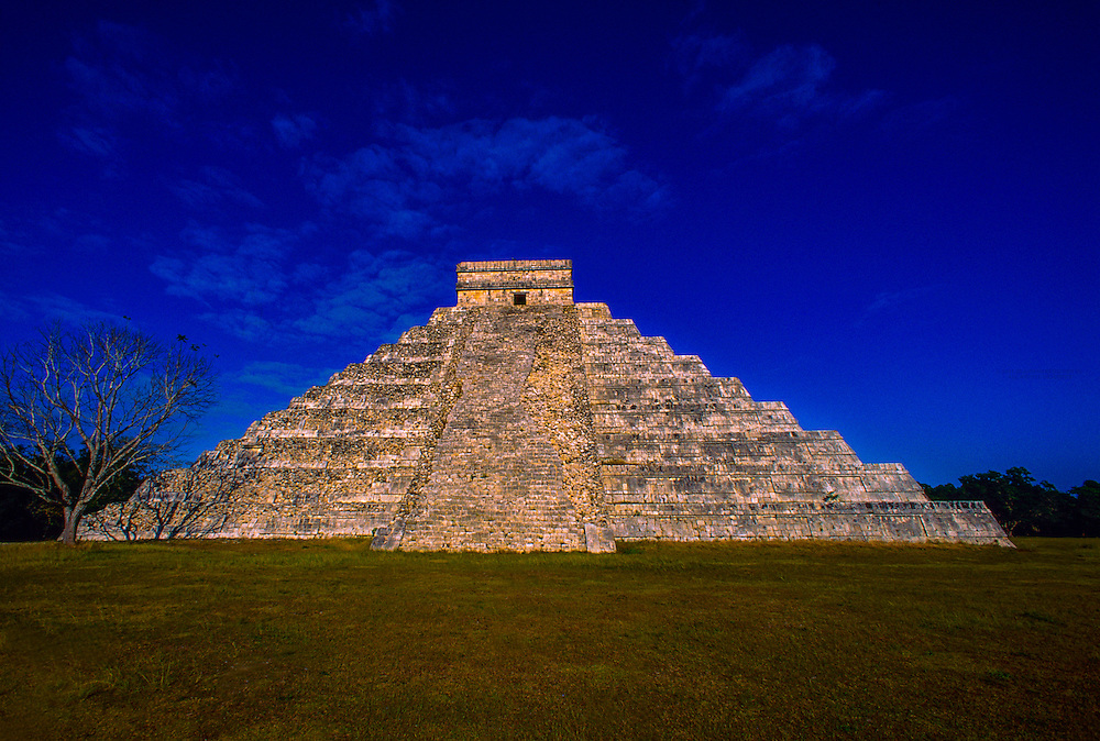 El Castillo (the Castle) a.k.a. Pyramid of Kululcan, Chichen Itza archaeological site, Yucatan, Mexico