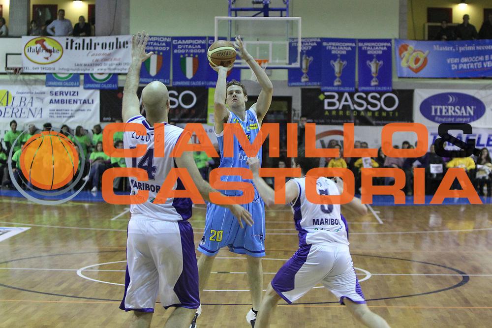 DESCRIZIONE : San Martino di Lupari Padova 4 Torneo Internazionale Lega A 2010-11 <br /> GIOCATORE : Riccardo Antonelli<br /> SQUADRA : Vanoli Braga Cremona KK Maribor Messer<br /> EVENTO :  Torneo Triangolare<br /> GARA : Vanoli Braga Cremona KK Maribor Messer<br /> DATA : 12/02/2011<br /> CATEGORIA :  Tiro<br /> SPORT : Pallacanestro <br /> AUTORE : Agenzia Ciamillo-Castoria/G.Contessa<br /> Galleria : Lega Basket A 2010-2011 <br /> Fotonotizia : San Martino di Lupari Padova 4 Torneo Internazionale Lega A 2010-11 <br /> Predefinita :