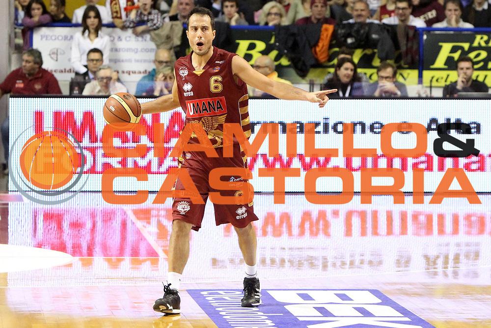 DESCRIZIONE : Treviso Lega A 2012-13 Umana Reyer Venezia Acea Roma<br /> GIOCATORE : massimo bulleri<br /> CATEGORIA :  schema<br /> SQUADRA : Umana Reyer Venezia Acea Roma<br /> EVENTO : Campionato Lega A 2012-2013<br /> GARA : Umana Reyer Venezia Acea Roma<br /> DATA : 18/11/2012<br /> SPORT : Pallacanestro<br /> AUTORE : Agenzia Ciamillo-Castoria/G.Contessa<br /> Galleria : Lega Basket A 2012-2013<br /> Fotonotizia :  Treviso Lega A 2012-13 Umana Reyer Venezia Acea Roma<br /> Predefinita :
