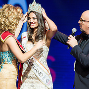 NLD/Hilversum/20131208 - Miss Nederland finale 2013, Jaqueline Steenbeek kroont Tatjana Maul als de nieuwe miss Nederland Universe
