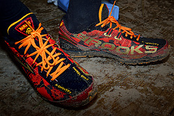 31-12-2014 NED: Rabobank Sylvestercross, Soest<br /> De schoenen van Roman Romarenko (L), de kampioen van Oekraïne, finishte op dertien seconden als tweede. Brooks