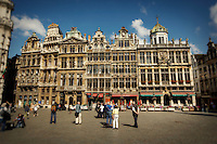 Photo of the people and architecture of the Grand Place in Brussels, Belgium