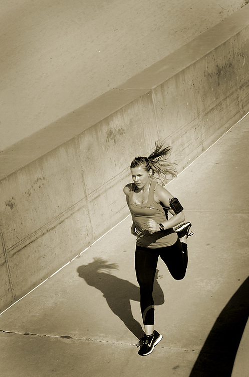 Woman running at Carlsbad State Beach in Carlsbad, CA - San Diego Fitness Photographer, San Diego Fitness Photographers