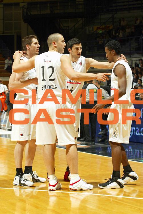 DESCRIZIONE : Bologna Lega A1 2005-06 VidiVici Virtus Bologna Snaidero Udine <br /> GIOCATORE : Veal Team Virtus Bologna <br /> SQUADRA : VidiVici Virtus Bologna <br /> EVENTO : Campionato Lega A1 2005-2006 <br /> GARA : VidiVici Virtus Bologna Snaidero Udine <br /> DATA : 03/05/2006 <br /> CATEGORIA : Ritratto <br /> SPORT : Pallacanestro <br /> AUTORE : Agenzia Ciamillo-Castoria/L.Villani <br /> Galleria : Lega Basket A1 2005-2006 <br /> Fotonotizia : Bologna Campionato Italiano Lega A1 2005-2006 VidiVici Virtus Bologna Snaidero Udine <br /> Predefinita :