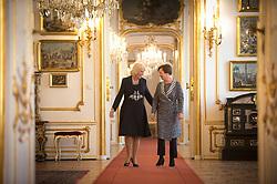 05.04.2017, Präsidentschaftskanzlei, Wien, AUT, Staatsbesuch, Prinz Charles und Camilla in Wien, im Bild v.l.n.r. Duchess of Cornwall Camilla und Frau des Bundespräsidenten Doris Schmidauer // Camilla, duchess of Cornwall and the presidents wife Doris Schmidauer during state visit of Prince of Wales and the Duchess of Cornwall at Federal Presidents Office in Vienna, Austria on 2017/04/05, EXPA Pictures © 2017, PhotoCredit: EXPA/ HBF/ Carina Karlovits <br /> <br /> ***** VOLLSTÄNDIGE COPYRIGHTNENNUNG VERPFLICHTEND // MANDATORY CREDIT *****