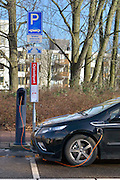 Nederland, Amsterdam, 29-1-2013Een Opel Ampera staat op te laden aan een laadpunt bij station Amstel.Foto: Flip Franssen/Hollandse Hoogte