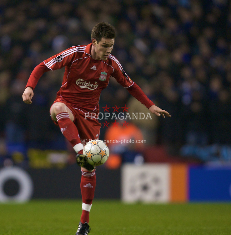 LIVERPOOL, ENGLAND - Tuesday, February 19, 2008: Liverpool's Steve Finnan in action against FC Internazionale Milano during the UEFA Champions League First Knockout Round 1st Leg match at Anfield. (Photo by David Rawcliffe/Propaganda)