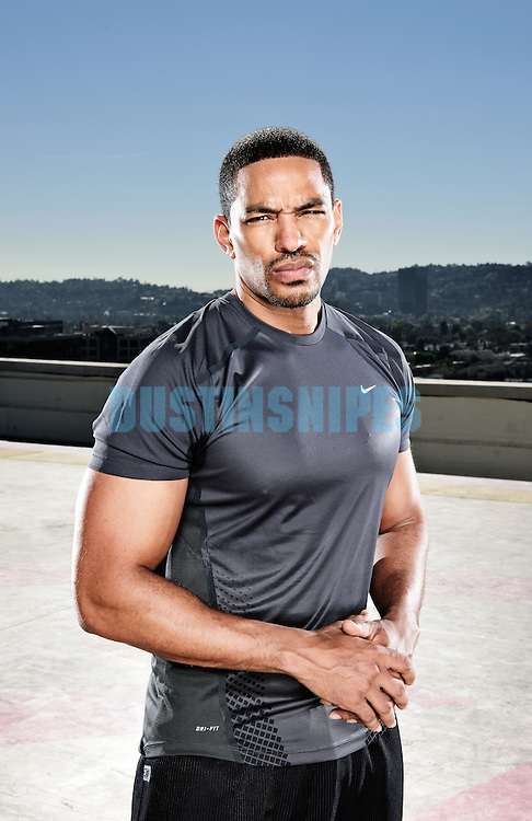 Actor Laz Alonso works out on top of a roof.