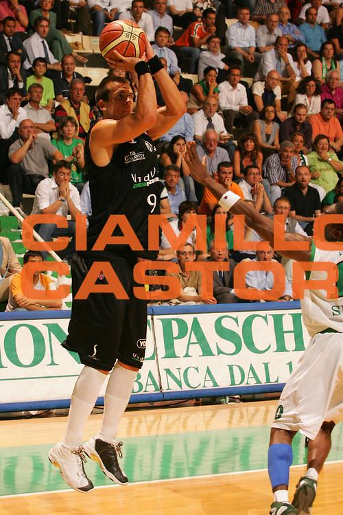 DESCRIZIONE : Siena Lega A1 2006-07 Playoff Finale Gara 1 Montepaschi Siena VidiVici Virtus Bologna <br /> GIOCATORE : Christian Drejer <br /> SQUADRA : VidiVici Virtus Bologna <br /> EVENTO : Campionato Lega A1 2006-2007 Playoff Finale Gara 1 <br /> GARA : Montepaschi Siena VidiVici Virtus Bologna <br /> DATA : 13/06/2007 <br /> CATEGORIA : Tiro <br /> SPORT : Pallacanestro <br /> AUTORE : Agenzia Ciamillo-Castoria/P.Lazzeroni