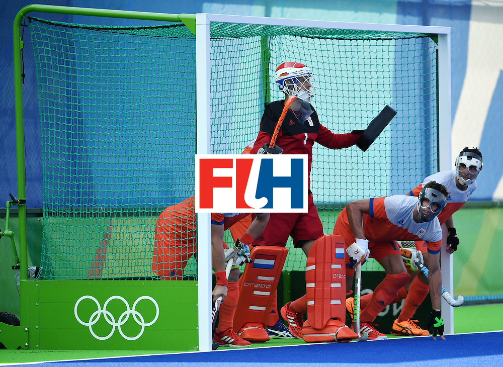 Netherlands' players defend their goal during the men's Bronze medal field hockey Netherlands vs Germany match of the Rio 2016 Olympics Games at the Olympic Hockey Centre in Rio de Janeiro on August 18, 2016. / AFP / Pascal GUYOT        (Photo credit should read PASCAL GUYOT/AFP/Getty Images)